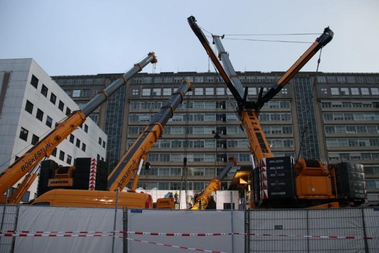 Berging van omgevallen bouwkraan begonnen