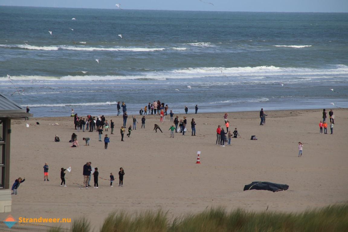 Geslaagd vliegerfestijn op strand Molenslag