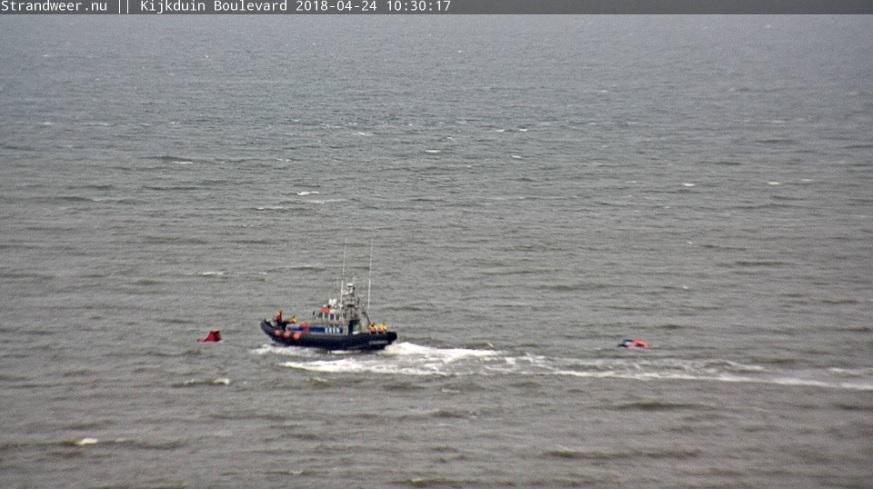 Kitesurfers in de problemen bij Kijkduin
