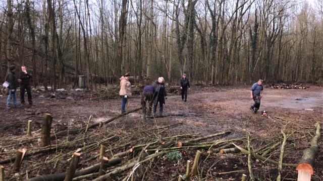Westland Verstandig helpt boswachter Fred Spreen bij nieuwe entree Staelduinsebos