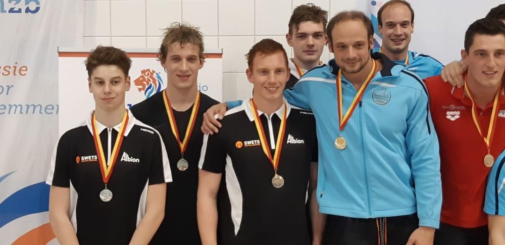Swimming Stars gestart tijdens KNZB Regio West kampioenschappen.