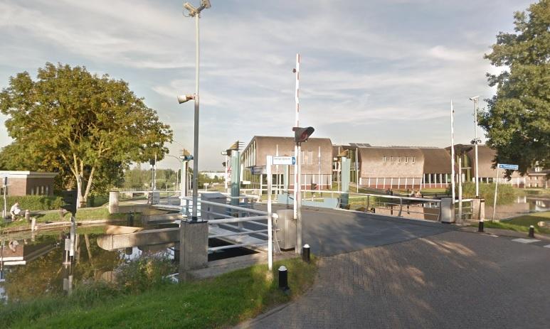Kerkpolderbrug bij gemeentehuis buiten gebruik