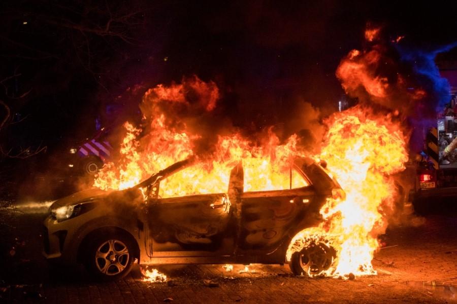 Politie zoekt getuigen brandstichting Veilingweg