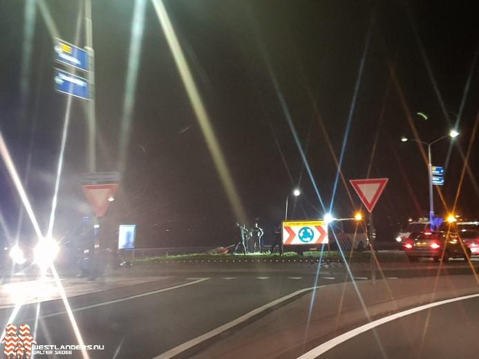 Motorrijder klapt tegen verkeersbord op rotonde Veilingroute