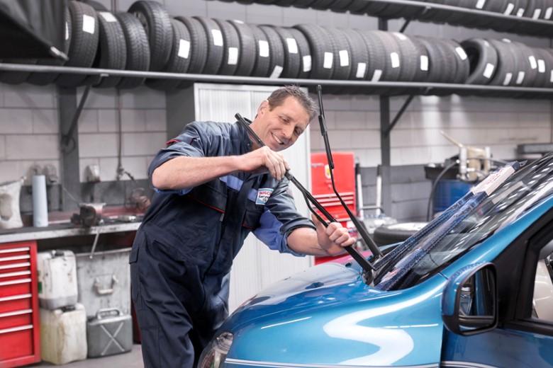 Gratis paraplu bij montage van een set nieuwe Bosch-ruitenwissers