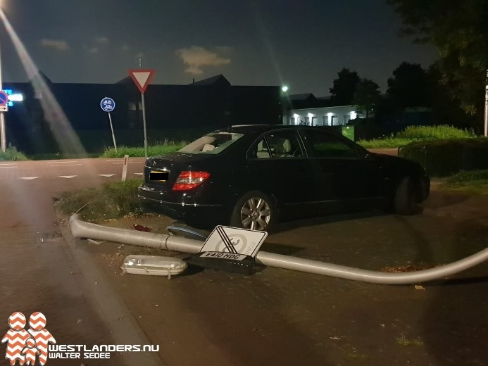 Automobilist op de vlucht na aanrijding