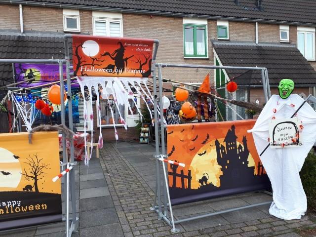 Halloween in wijk Zwartenhoek in Monster