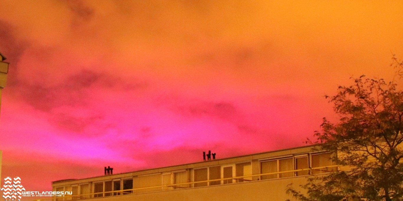 Paars roze wolkendek op de donderdagochtend
