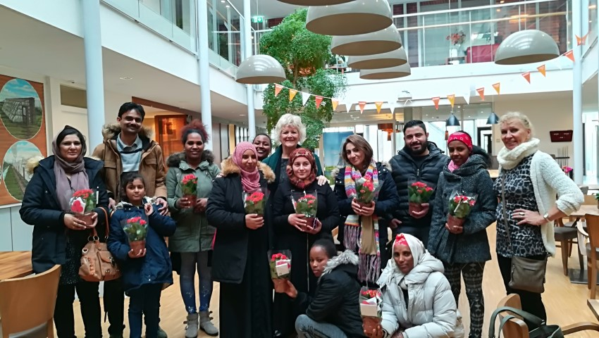 Cursisten Vluchtelingenwerk Westland bezoeken Hooge Tuinen