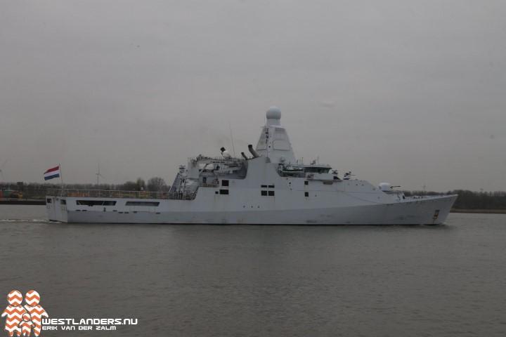Kort bezoek marineschip in Rotterdam