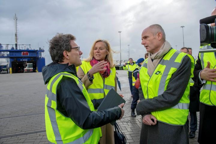 Ministers bij ferryterminal DFDS voor logistieke oplossingen Brexit
