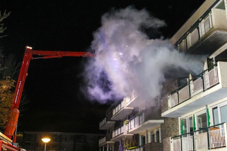 Uitslaande woningbrand Jan van Arkelstraat Vlaardingen