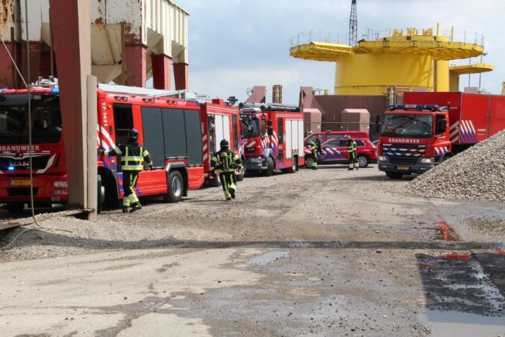 Massale inzet voor scheepsbrand Nieuwe Waterwegstraat