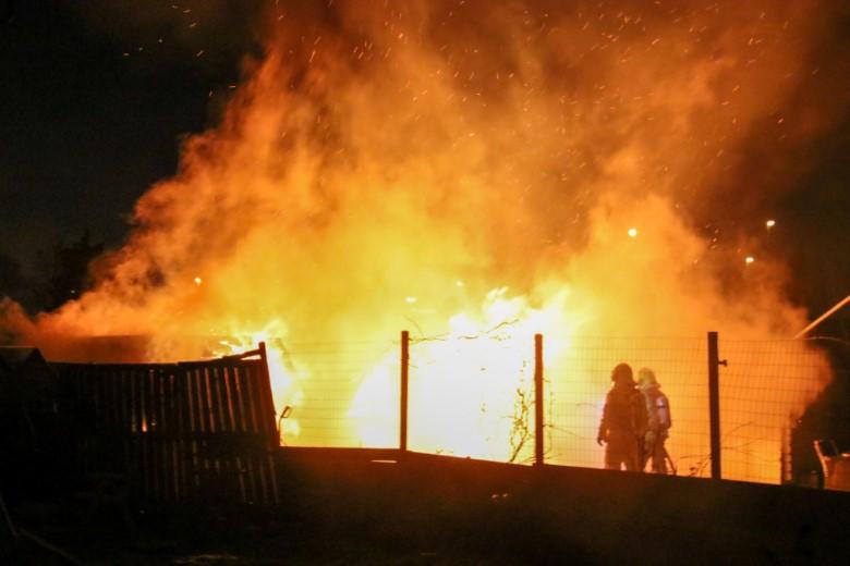 Weer tuinhuisje afgebrand bij Vijfsluizen