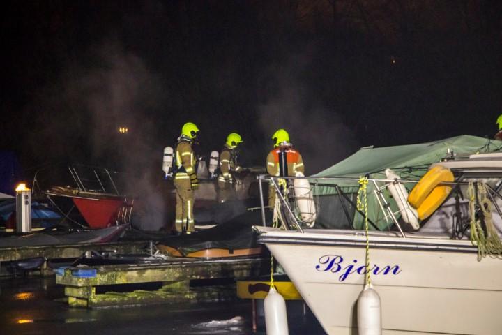 Brand verwoest boten in Vlaardingen