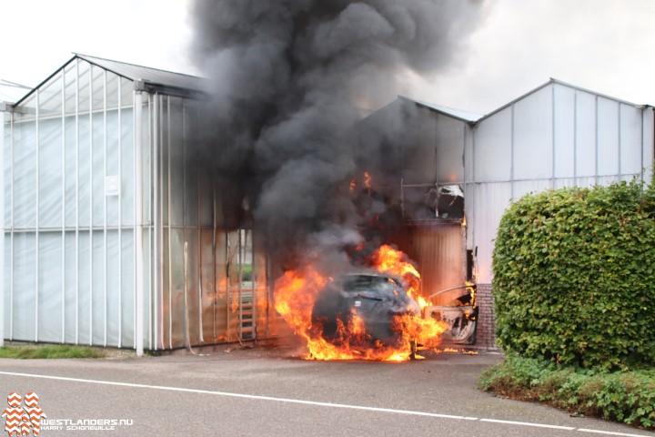 Auto- en kasbrand aan de Gantellaan