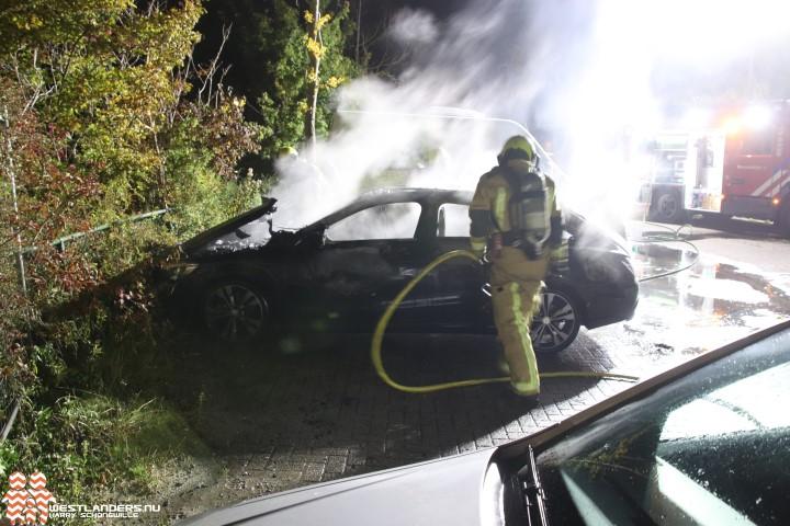 Mercedes uitgebrand aan de Chrysant