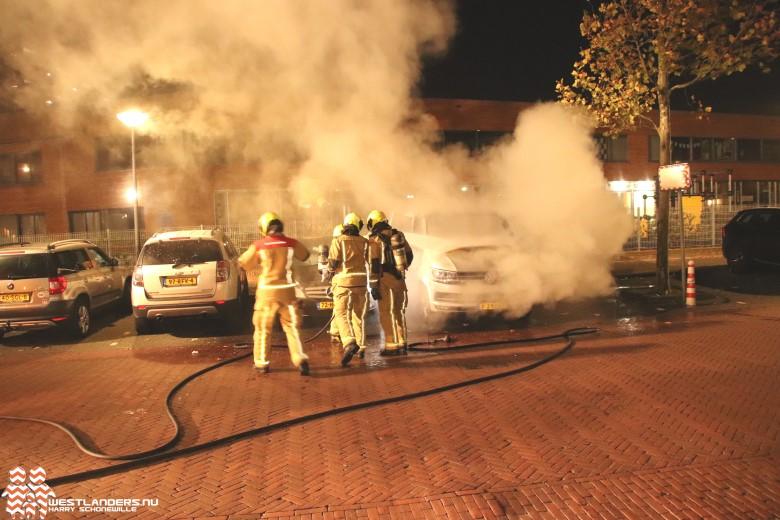 Busje uitgebrand aan de Laan van Wateringse Veld