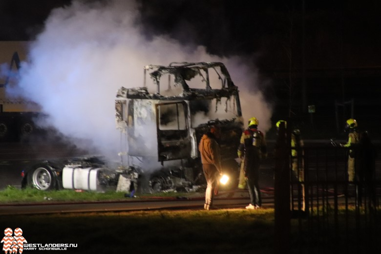 Truck volledig uitgebrand langs de A4