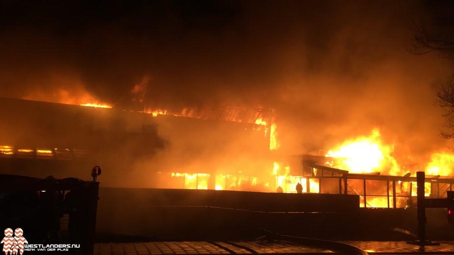 Zwembad De Boetzelaer in Monster volledig uitgebrand