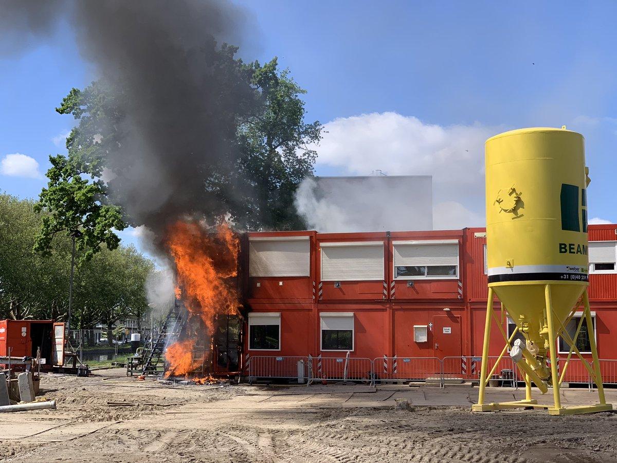 Uitslaande brand in bouwkeet Zusterlaan