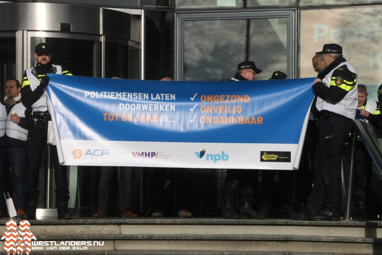 Stakende politieagenten blokkeren ministerie