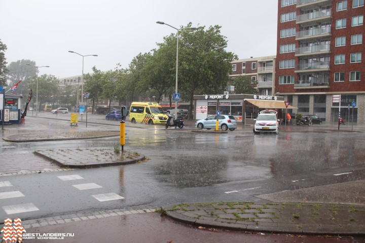 Scooterrijder ernstig gewond bij ongeluk Leyweg