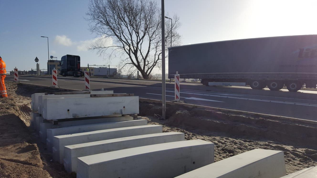Chauffeur verliest trailer op Hoeksebaan