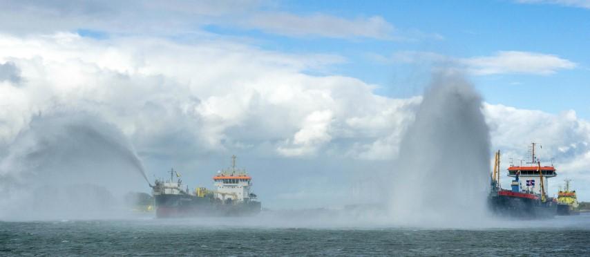 Nieuwe Waterweg en Botlek klaar voor grootste zeeschepen