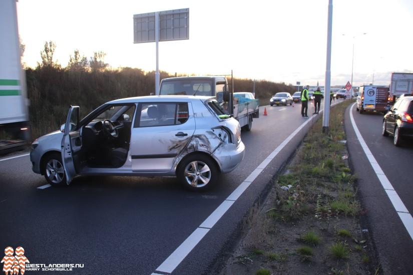 Automobilist op verkeerde rijbaan bij Veilingroute