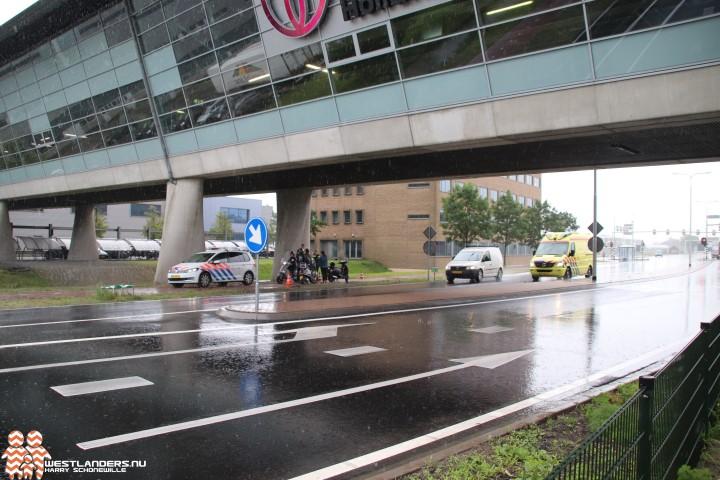Scooterrijdster gewond na ongeluk Middel Broekweg