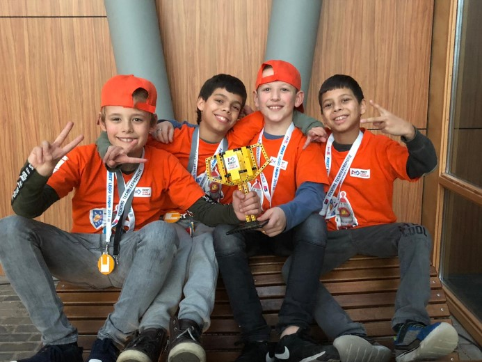BiebBoyz behalen tweede plaats bij FirstLegoLeague!