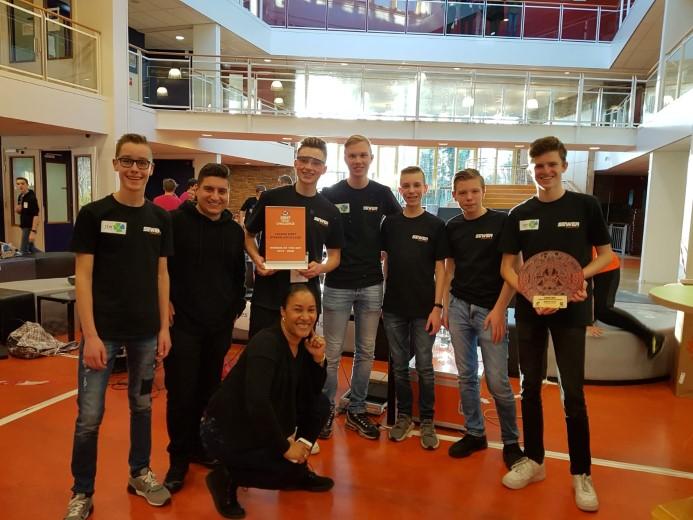 Leerlingen winnen kwalificatie robotcompetitie