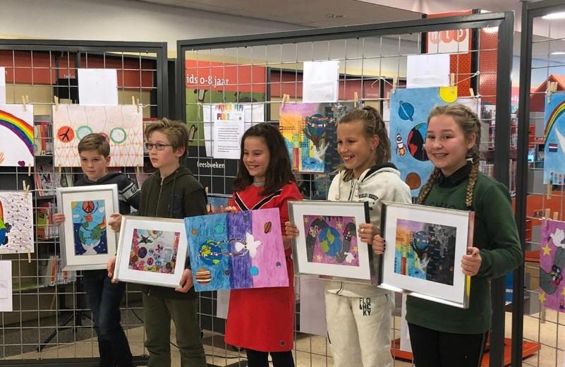 Leerlingen basisscholen maken Peace poster