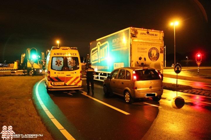 Automobiliste klapt op vrachtwagen