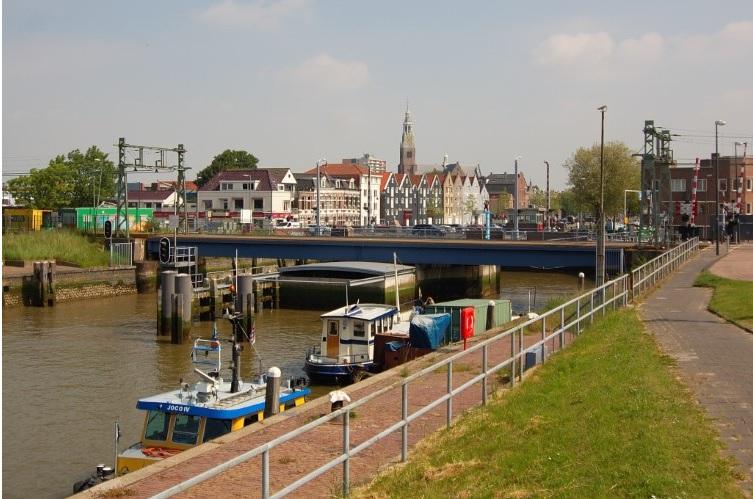 Baggerwerkzaamheden in binnenhaven Maassluis