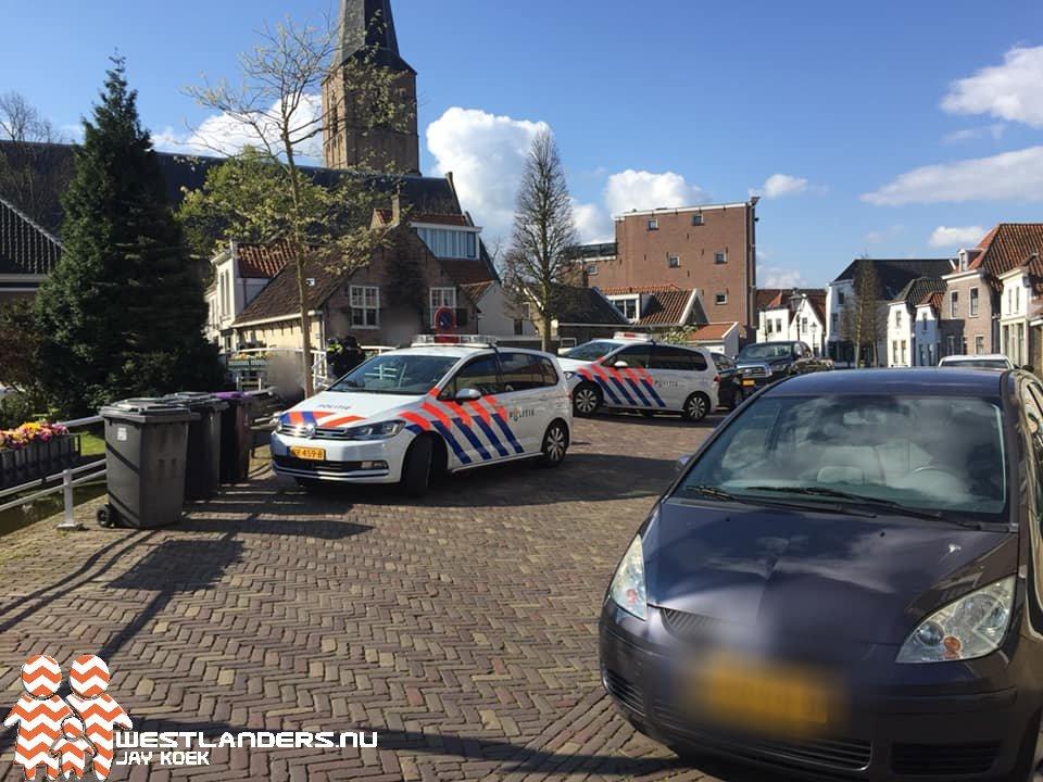 Politie met kogelwerend vest in Maasland