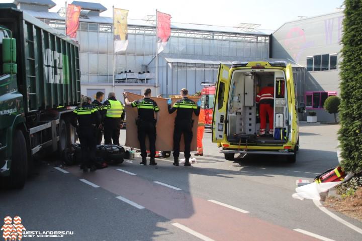 Scooterrijder ernstig gewond bij ongeluk Veenakkerweg
