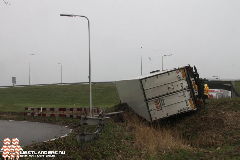 Vrachtwagen gekanteld bij afrit A4