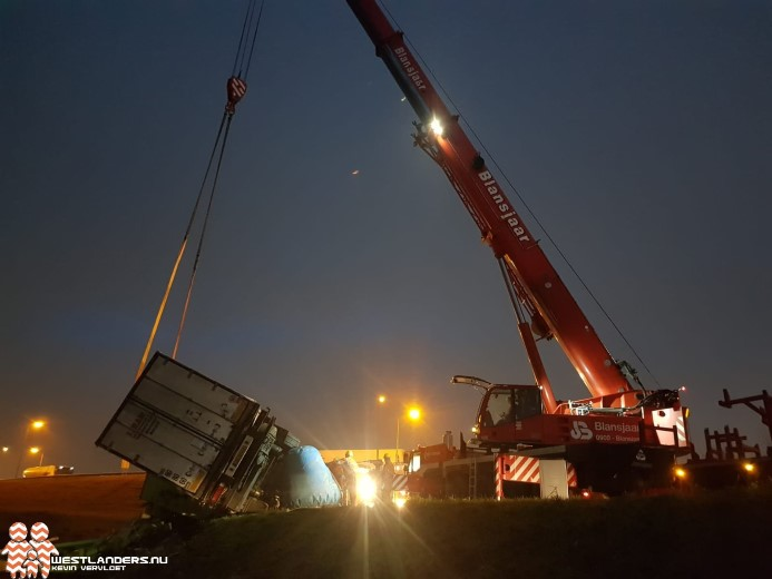 Berging vrachtwagen na ongeluk A4