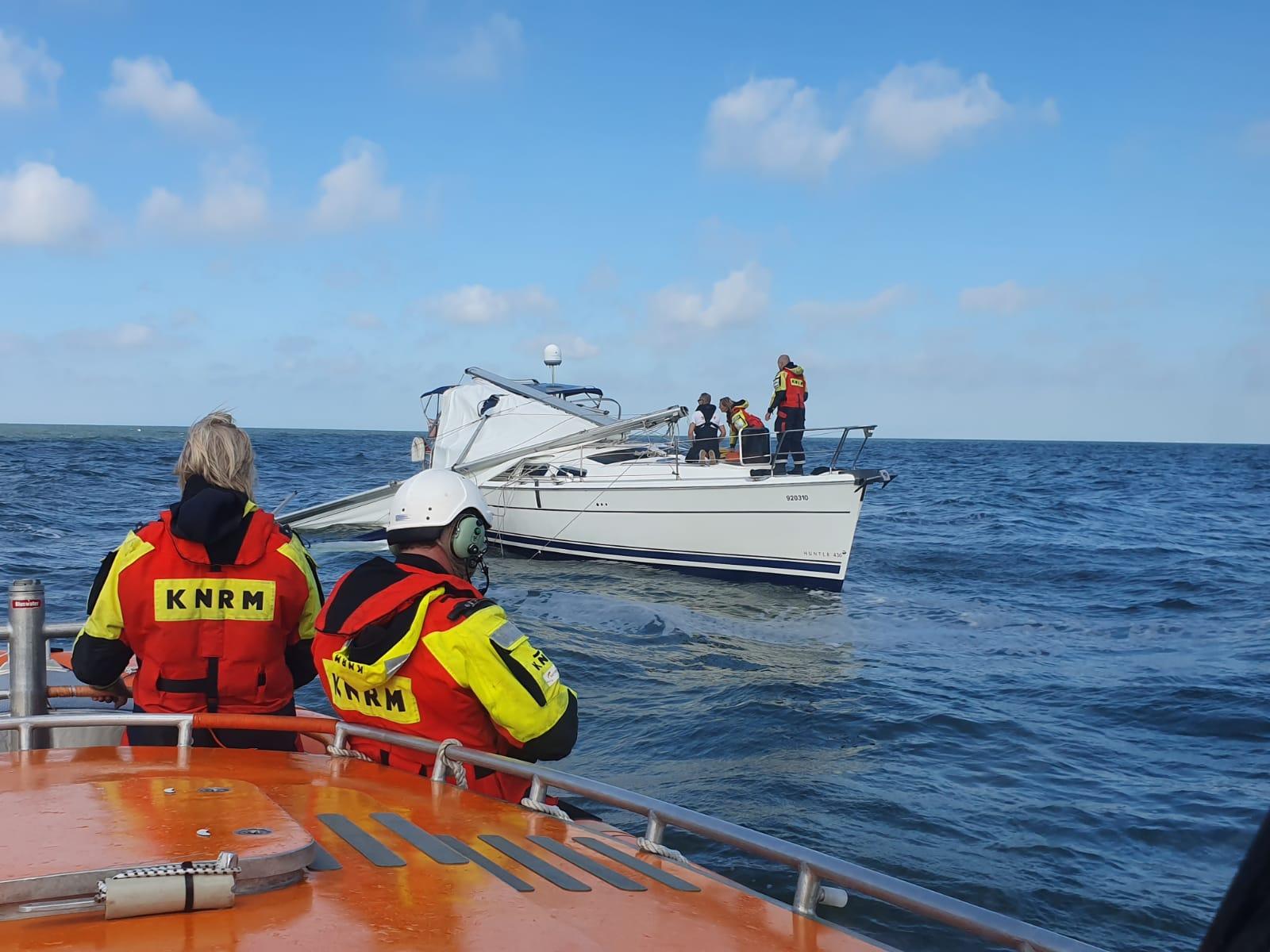 Zeilschip in problemen op de Noordzee