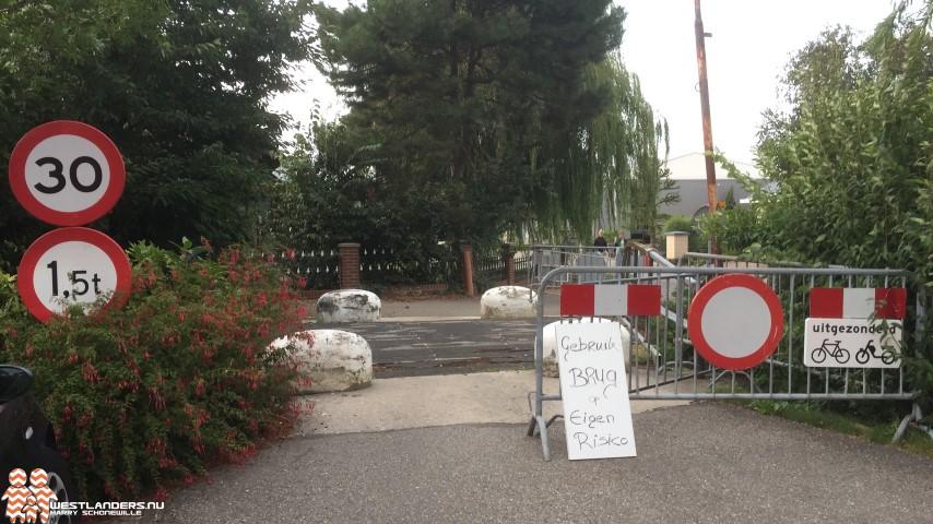 Collegevragen inzake afgesloten brug bij Baakwoning