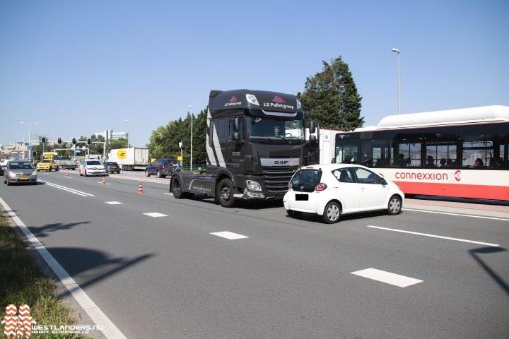 Auto in botsing met vrachtwagen