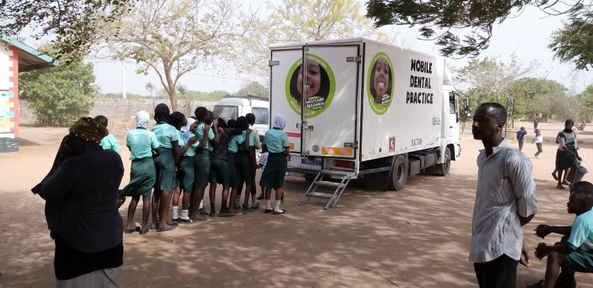 Missie geslaagd; Dental Truck 2.0 operationeel in Gambia