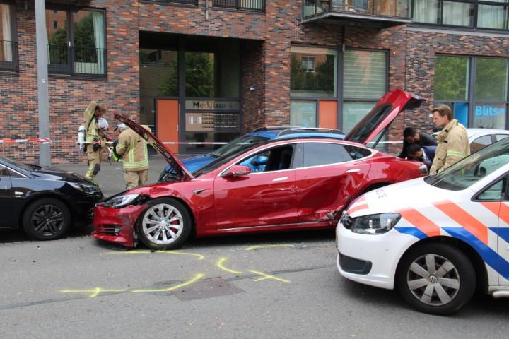 Gestolen Tesla klem gereden door de politie