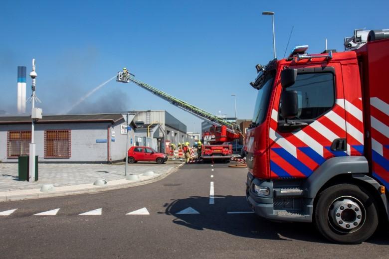 Rotterdam  - Zeer grote brand in bedrijfspand