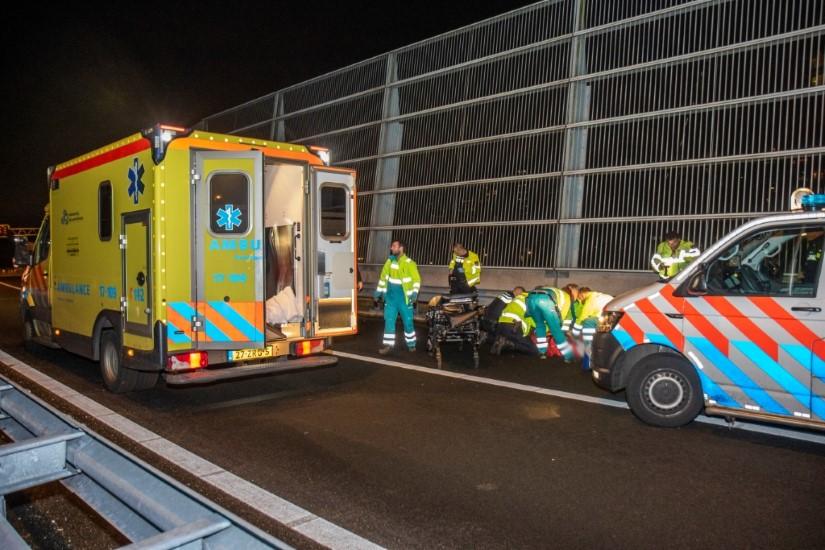 Voetganger zwaargewond na aanrijding op de A20