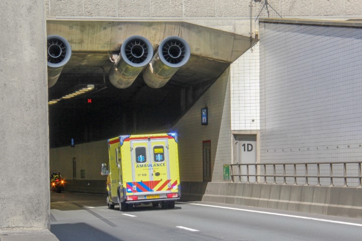 Flinke file door ongeval in Beneluxtunnel