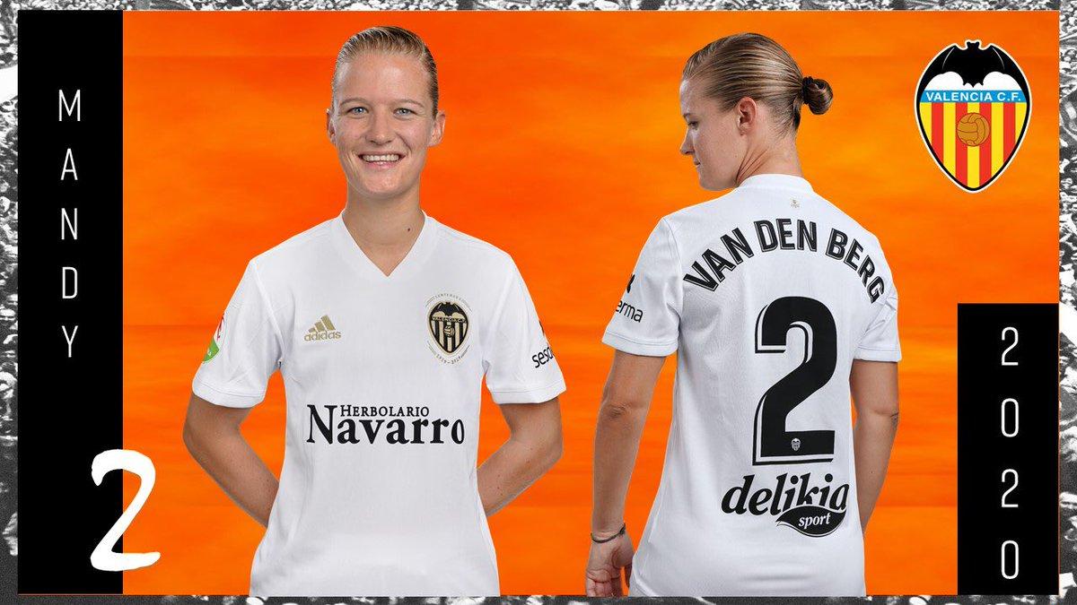 Mandy van den Berg verlengt contract in Valencia