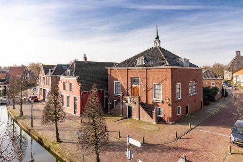 Restaurant en tandarts in voormalig gemeentehuis Maasland